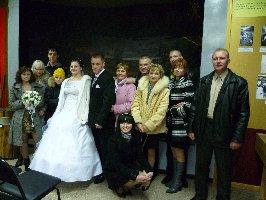 Анастасия и Евгений Сидельников и гости со свадьбы. Музей-заповедник Большой Дуб, 5.11.2010 г.