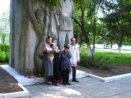Участники сценки Оживший памятник, 11 мая 2011 г.