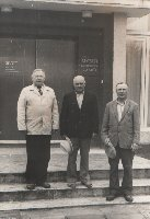 П.М.Курских-первый научный сотрудник музея Партизанской Славы (слева) с бывшими партизанами в день открытия музея 9 мая 1977 г.