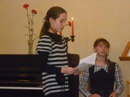 Литератуная гостиная гимназии № 1 г.Железногорска, 30.11.2010 г.Свои стихи читает шестиклассница Маргарита Оголяр.