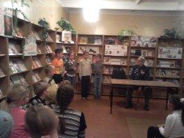 Третьеклассники средней школы № 8 читают стихи для гостя классного часа Н.К.Булавинцева и всех присутствующих в детской библиотеке г.Железногорска. 18.11.2010 г.