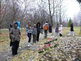 Ребята из санатория Горняцкий. Музей-заповедник Большой Дуб, 8.11.2010 г. (5)