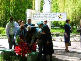 Участники 21-го Международного Марша Мира. Музей-заповедник Большой Дуб, 11 мая 2011 г.